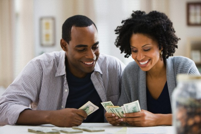 Managing finances during your wedding planning-couple planning with money